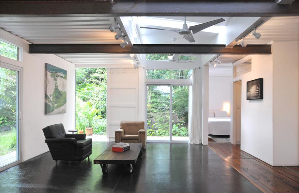 Konténer ház nappalija