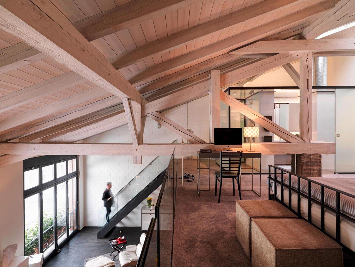 Galéria a tető alatt