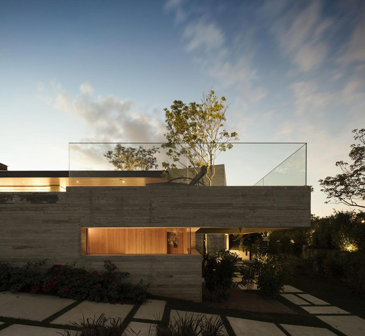 Üvegkorlát a tetőteraszon
