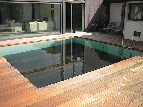 Mozgatható padlójú medencék