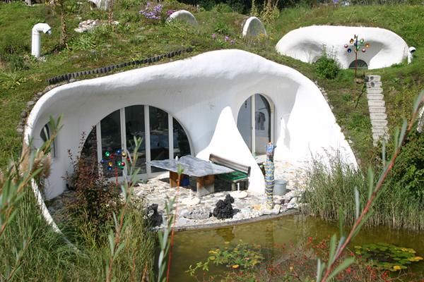 Peter Vetsch svájci építész földháza a svájci Dietikonban (erdhaus.ch)