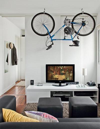 Kerékpáros otthon - nappali ötlet, modern stílusban