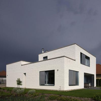 Ház Dunaújvárosban - homlokzat ötlet, modern stílusban