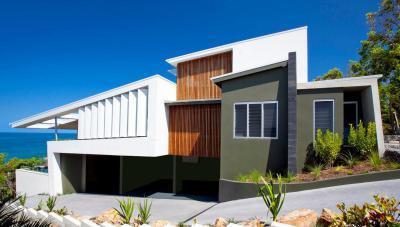 Lejtőre épült ház - homlokzat ötlet, modern stílusban