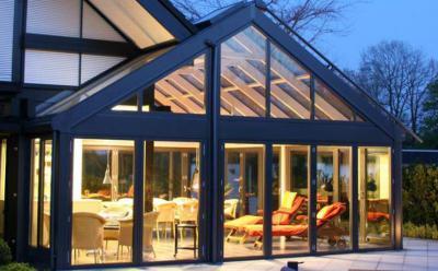 Fényár szürkületben a kertben - nappali ötlet, modern stílusban