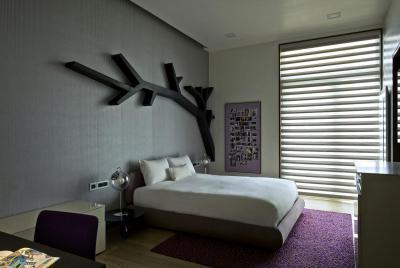 Hálószoba faldekorációval - háló ötlet, modern stílusban