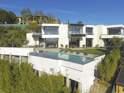 Élet a tetőn - medence / jakuzzi ötlet, modern stílusban