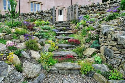 Szép sziklakert - kert / udvar ötlet, mediterrán stílusban
