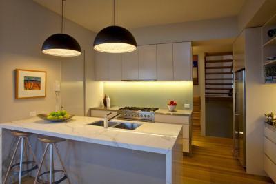 Konyha étkezőpulttal - konyha / étkező ötlet, modern stílusban