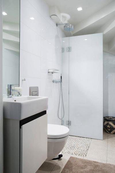 Kicsi fürdőszoba - fürdő / WC ötlet, modern stílusban