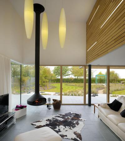 Egyedi kandalló - nappali ötlet, modern stílusban