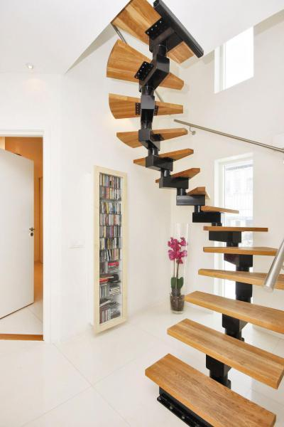 Lépcső az emeletre - belső továbbiak ötlet, modern stílusban