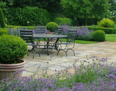 Kerti bútorok - kert / udvar ötlet, klasszikus stílusban