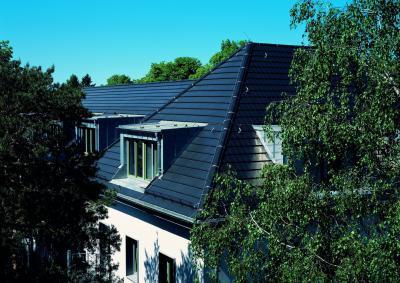 CREATON DOMINO kerámia tetőcserép FINESSE fekete üvegmázas - tető ötlet, modern stílusban