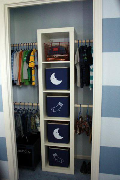 Tárolás fiú szekrényben - gyerekszoba ötlet, modern stílusban