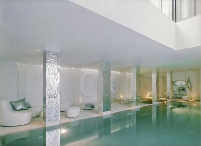 Fémborítású oszlopok a medencénél II. - medence / jakuzzi ötlet, modern stílusban
