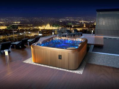 Wellis jakuzzi - erkély / terasz ötlet, modern stílusban
