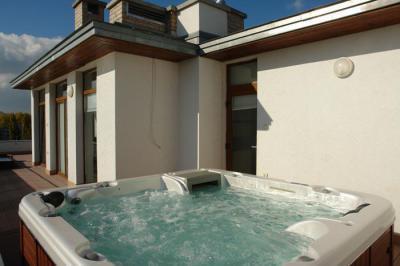 Wellis jacuzzi - erkély / terasz ötlet, modern stílusban