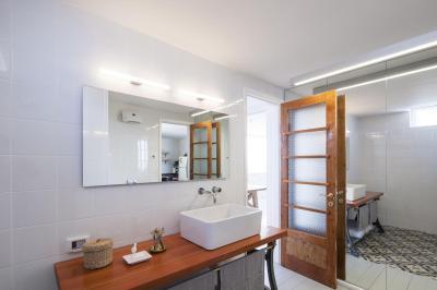 praktikus fürdőszoba - fürdő / WC ötlet, modern stílusban