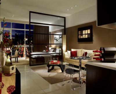 Üvegpaneles térelválasztó fal - nappali ötlet, modern stílusban