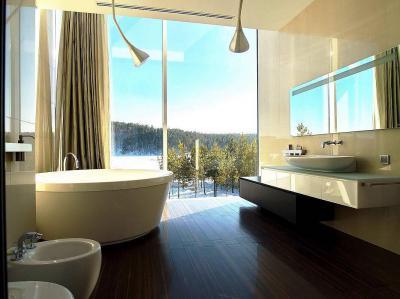 Fapadló a fürdőszobában - fürdő / WC ötlet, modern stílusban