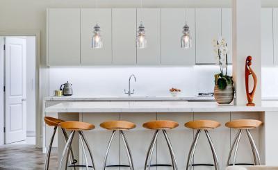 Fehér konyhabútor - konyha / étkező ötlet, modern stílusban