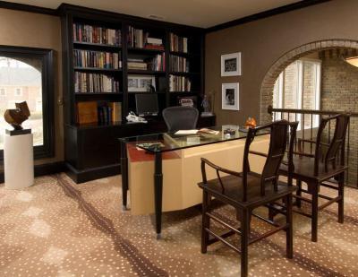 Üvegasztal dolgozószobában - dolgozószoba ötlet, klasszikus stílusban
