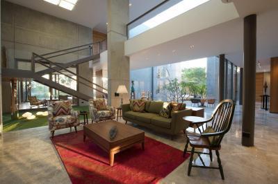 Nagy belmagasság - nappali ötlet, modern stílusban