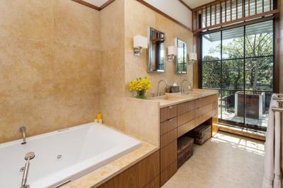 Penthouse lakás - fürdő / WC ötlet, modern stílusban