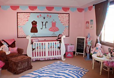 Rózsaszín kékkel - gyerekszoba ötlet, klasszikus stílusban