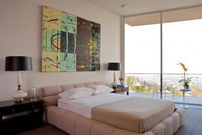 Modern hálószoba absztrakt faliképpel - háló ötlet, modern stílusban