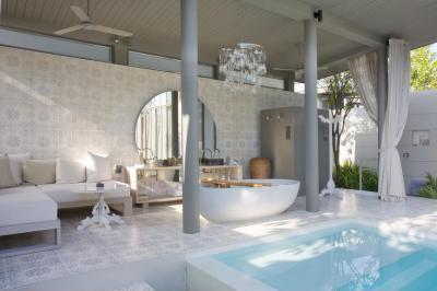 Fürdőszoba a kertben - medence / jakuzzi ötlet