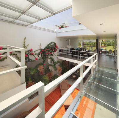 Nappali tolótetővel - nappali ötlet, modern stílusban