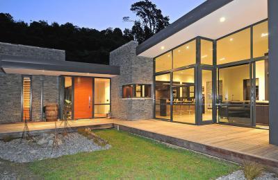 Tágas terasz - erkély / terasz ötlet, modern stílusban