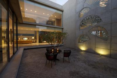 Belsőkert fával - erkély / terasz ötlet, modern stílusban