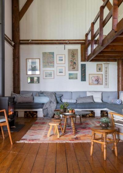 Nagy belmagasság és vaskályha - nappali ötlet