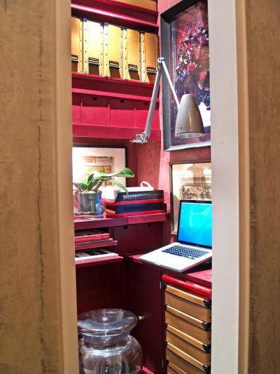 Pinkkel bolondított dolgozó - dolgozószoba ötlet, modern stílusban