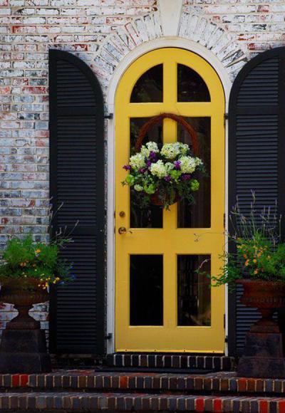 Sárga bejárati ajtó - bejárat ötlet