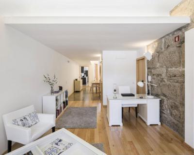 Fehér falak - dolgozószoba ötlet, modern stílusban