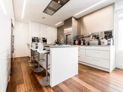 Tágas konyha - konyha / étkező ötlet, modern stílusban