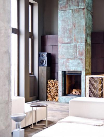 Kandalló antikolt burkolattal - nappali ötlet, modern stílusban