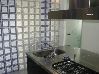 Ablak nélkül üvegtéglával 1. - konyha / étkező ötlet, modern stílusban
