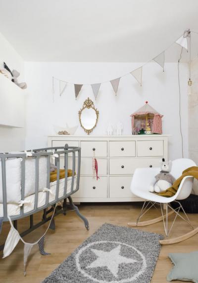 Egyszerű, semleges színű babaszoba - gyerekszoba ötlet, modern stílusban
