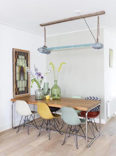 5 különböző színű Eames étkező szék - konyha / étkező ötlet, modern stílusban