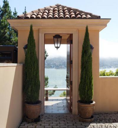 Kapu kilátással - bejárat ötlet, mediterrán stílusban