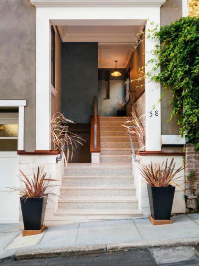 Nyitott lépcsőház - bejárat ötlet, modern stílusban