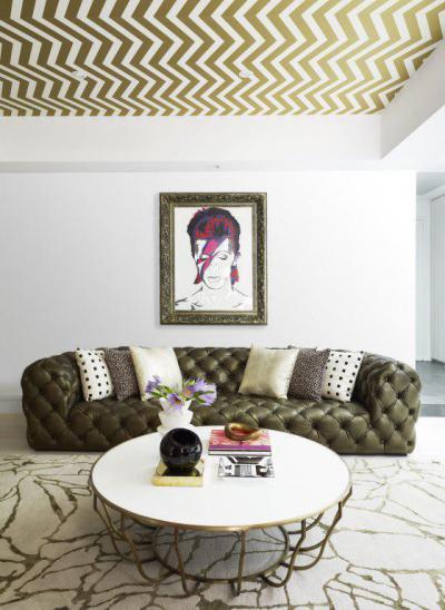 Egy modern nappali sok arannyal - nappali ötlet, modern stílusban