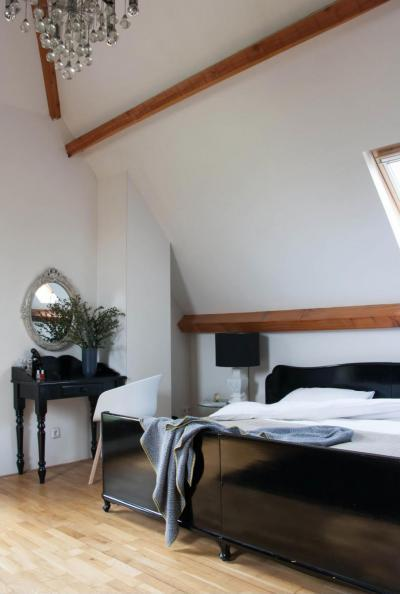 Tetőtéri elegancia - háló ötlet, modern stílusban