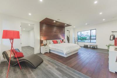 Fa falburkolat az ágy mögött - háló ötlet, modern stílusban