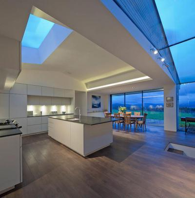 Tágas, világos és elegáns - konyha / étkező ötlet, modern stílusban